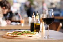 Kostmedvetna svenskar skippar dieten på restaurangen