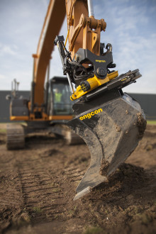 Verdensnyhed – Engcon tilter automatisk med Leica Geosystems