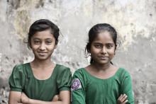 Søstrene støtter pigerne i oktober