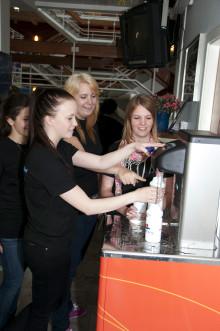 Carlforsska gymnasiets hälsoinspiratörer väljer äkta kranvatten