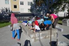 Barn är med och förnyar utemiljön - bygger Vindarnas labyrint