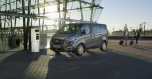 A Ford bemutatja a Tourneo Custom személyszállító nulla károsanyag-kibocsátású plug-in hybrid változatát