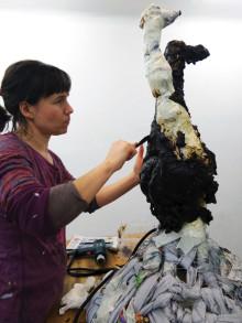 Alannah Robins gör skulptur av lakrits