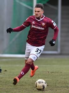 """""""Nur durch Osteopathie schaffe ich es, zu 100 Prozent fit zu sein"""" / Interview mit dem Stürmer Pascal Testroet von Dynamo Dresden"""