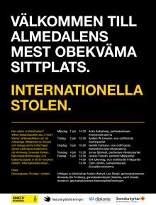 Almedalens mest obekväma sittplats. Internationella stolen.
