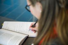 Hvordan skal man bygge opp og skrive en oppgave?