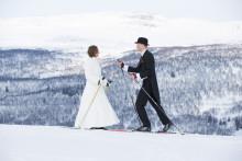 "Sagobröllop förgyllde Ramundberget "" Sa ja på 1000 meters höjd, åkte pistmaskin för nygifta """