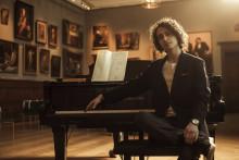 Jacob Mühlrad skriver förlagsavtal med Gehrmans Musikförlag