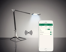 App-kontrollert skrivebordslampe slukker automatisk når du går!