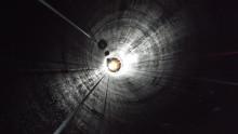 Reparbetare inspekterar 155 meter djup tilloppstub  vid Långå kraftverk