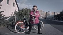 Kikki Danielsson köper elcykel i Blockets nya reklamfilm