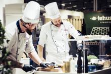 Snart steker robotar omelett