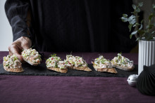 Recept på laxrillette på rostat bröd