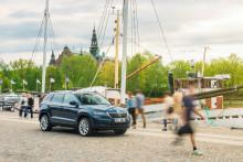 """Dubbelt hyllad: Nya ŠKODA KAROQ både """"Årets smartaste bil"""" och """"Årets familjebil"""""""