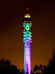 Kaknästornet tänds upp för Pride 2016