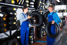 Buskørekort og truckbeviser får ledige i arbejde