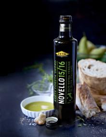 Årets Zeta Novello - fräsch och balanserad med smak av örter och gröna tomater.