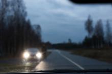 Inför en av årets värsta trafikhelger: 360 000 bilister har trafikfarlig syn och 540 000 bilar har felaktig belysning