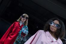 Spektakulärt, queer och konstnärligt - Textilhögskolans examenskollektioner till London