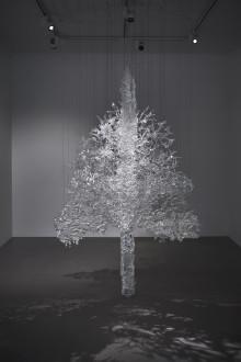 Nationalmuseum har genom en gåva från Bengt Julins Fond inom Nationalmusei Vänner införlivat konstnärinnan Ingalena Klenells stora verk, Det går en tråd.