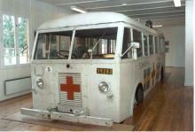 Nationalmuseet parkerer en hvid bus gennem ovenlysvindue