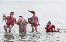 BILLEDER: Julemændene kom med sommervarmen - Claus Bue som årets æresjulemand