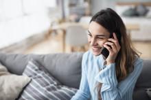 Trendbrott: Svenskarna pratar mer och längre i mobilen