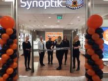 Nio miljoner glasögon ligger i svenska byrålådor – Synoptik öppnar ny butik i Linköping och inviger lokal glasögoninsamling
