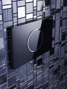 Stilfull spolning med Geberits nya beröringsfria spolplattor – badrumstrend 2013
