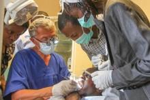 Thüringer Zahnarzt erhält Bundesverdienstorden für ehrenamtliches Engagement in der Entwicklungshilfe