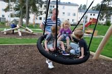 Gavlegårdarna, hyresgästföreningen och fritidsgården Helges inviger idag en ny spännande lekplats i Valbo