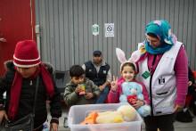 Vill du hjälpa nyanlända flyktingar? Träffa frivilligorganisationer på ditt bibliotek!