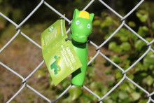 300 gröna minihästar inne i Skara