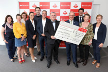 "Santander spendet 120 000 Euro aus ""We are Santander""-Woche"