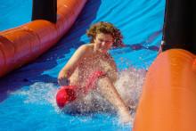 Svalka och vattenlek vid Drottninghögsbadet – passa på innan säsongen är över