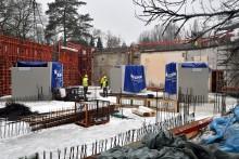 Schwerlast auf der Zoobaustelle: Betonbecken für die Aquarien und Quallenkreisel eingesetzt