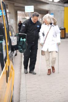 Färdtjänst- och sjukresor med serviceresor punktligare än på många år