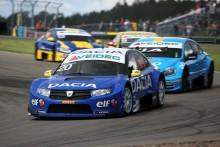 Andersson drömmer om historisk seger med Dacia när STCC ska avgöras