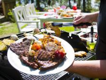 Tutkimus: Suomalaisten grillaustottumukset monipuolistuneet – makkara yhä suosituin grillattava, kana- ja artesaanituotteet nousussa