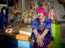Zandra Rhodes återskapar sitt färgsprakande hem på Formex