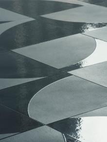Premiärvisning av keramiska plattor av Konstantin Grcic
