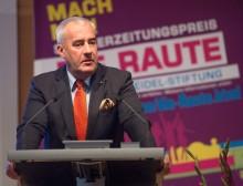 """15 Schülerzeitungspreise """"DIE RAUTE"""" verliehen - Festredner Bayerns Kultusminister Spaenle"""