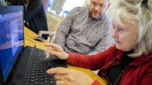 Här får seniorerna hjälp med det digitala