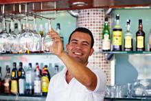 Sådan giver du drikkepenge i 12 af sommerens populære rejselande