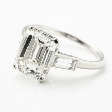 Auktionsrekord: Cartier-diamantring solgt for 650.000 kr.
