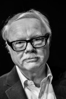 Fredric Bedoire tar emot Stora historiepriset i Nyköping och samtalar med elever på Nyköpings gymnasium