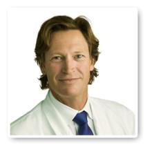 Plastikirurgen Jan Jernbeck blekte tänderna på Akademikliniken
