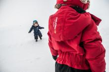 Bus och lek i vinter - ISBJÖRN of Sweden tipsar om funktionella plagg för de minsta