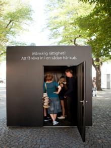 Gymnasieelever gör en utställning om mänskliga rättigheter i Raoul Wallenbergs anda