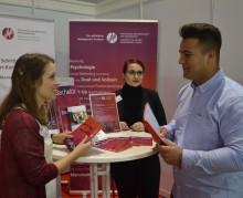 SAP-Arena Mannheim: HdWM zeigt Präsenz auf der Fachmesse für Ausbildung + Studium – Janina Reichert und Kirla Knappmeier mit zahlreichen Beratungsgesprächen